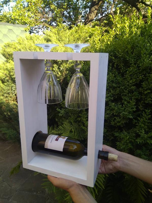 Полочка для вина и бокалов