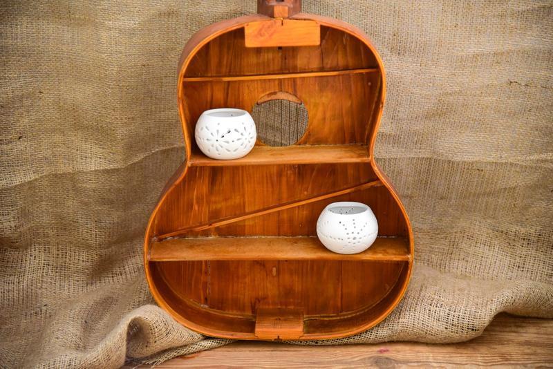 Крафтовая полка из гитары
