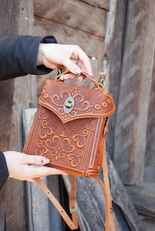f5782219fb60 Сумочка рюкзак кожаная рыжая с орнаментом Бохо стиль трансформер ...