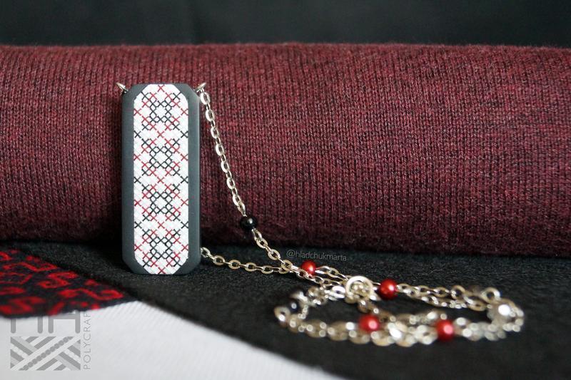 """Подвеска """"Украинские традиции"""" в черно-красных тонах из полимерной глины Вариант 4"""