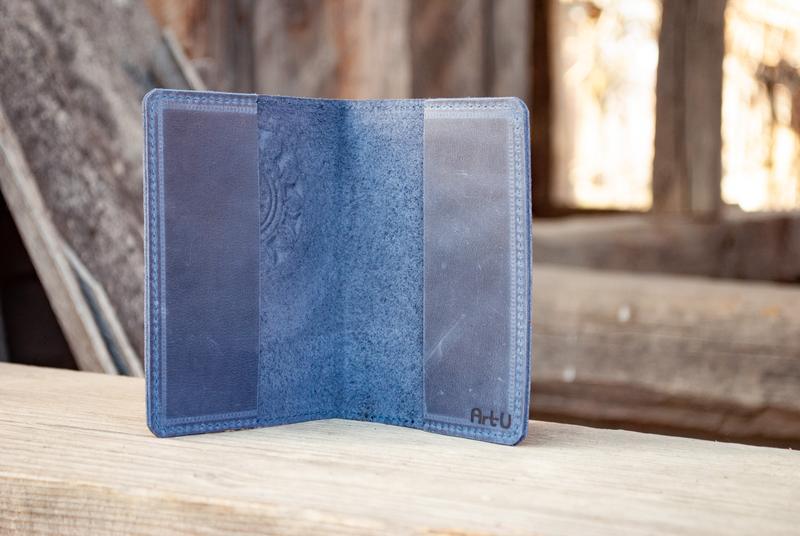 Обложка для паспорта кожаная синяя с орнаментом тиснение этно