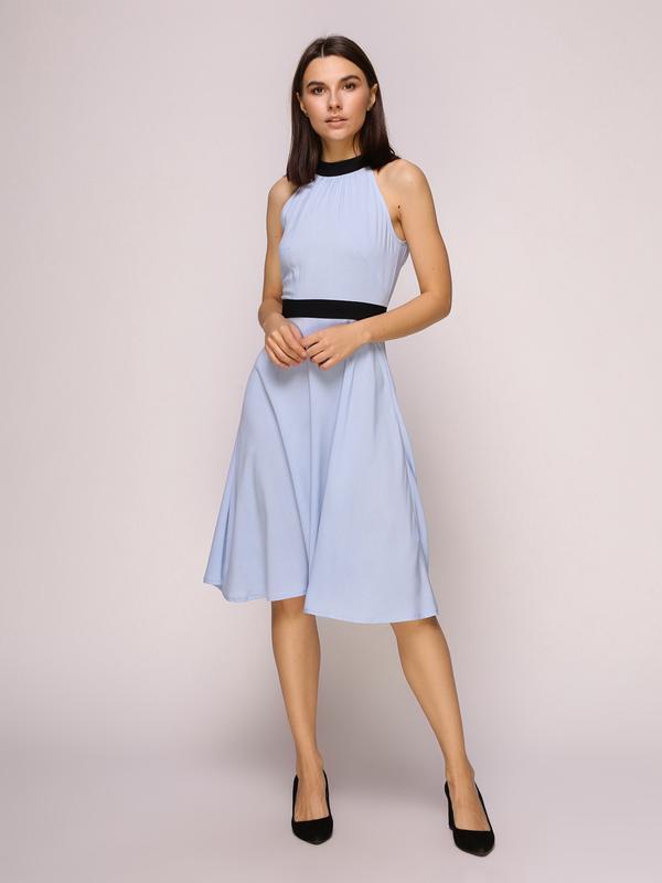 Платье голубое с черными вставками