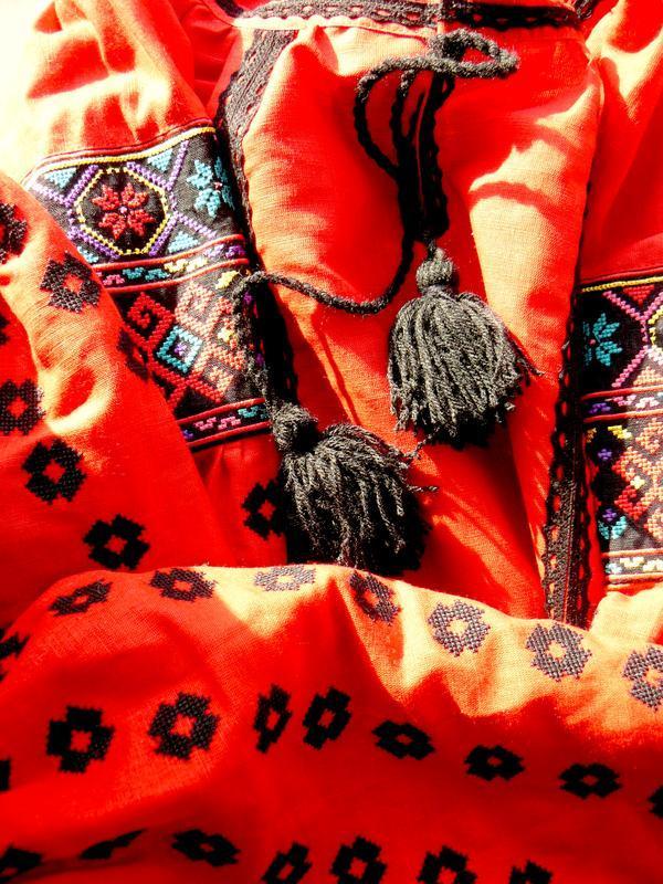 Платье А-силуэта с вышивкой крестиком, красный