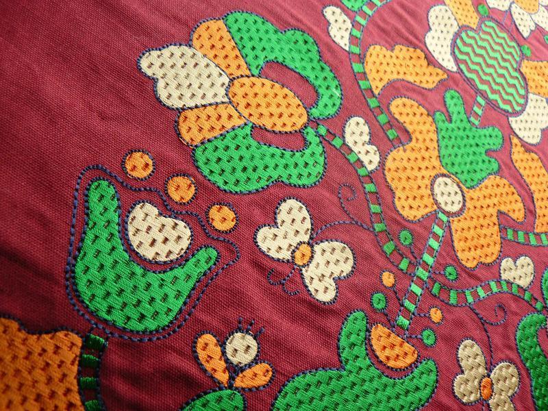 Вышиванка-туника с большими стеклянными бусинами, бордовый