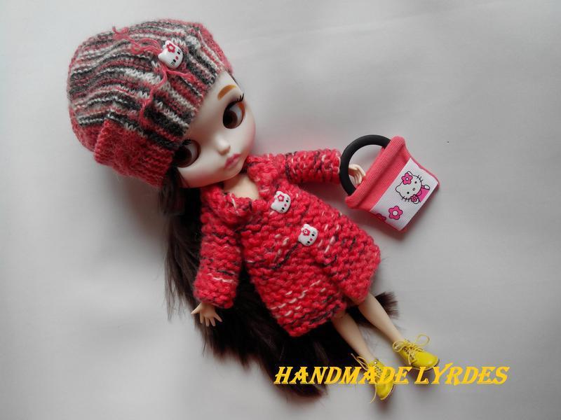"Комплект: вязаное пальто, шапка и сумка ""Kitty"" для куклы Блайз, Айси"