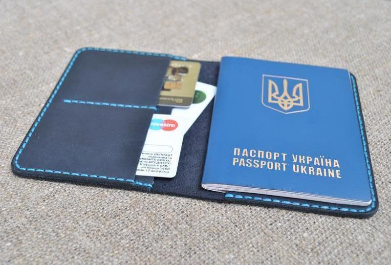 Чехол для паспорта из кожи P02-600+light blue