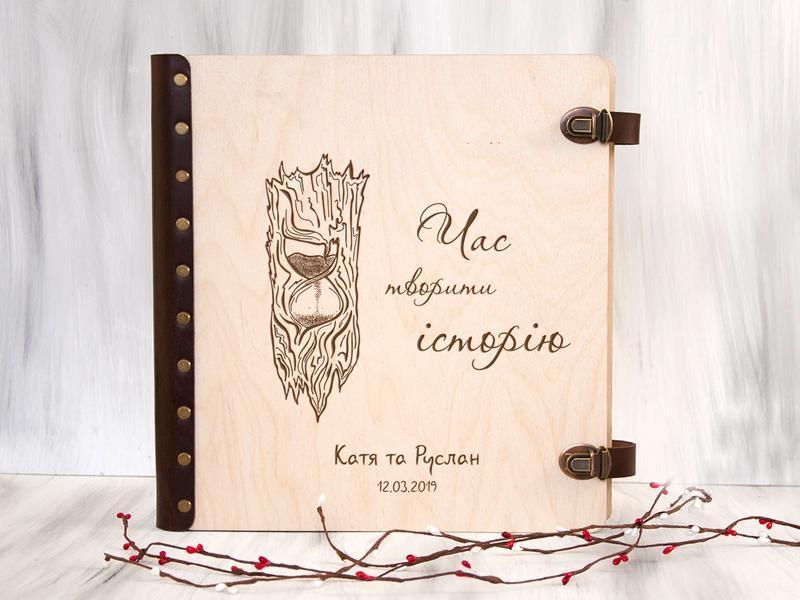 Свадебная фотокнига с магнитными листами «Песочные часы» с персональной гравировкой