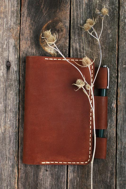 Карманный кожаный блокнот с петелькой для ручки