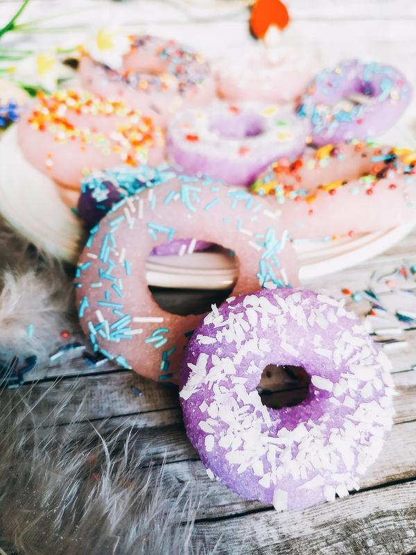 Аппетитные сахарные пончики – полезный десерт для вашей кожи 4 шт.