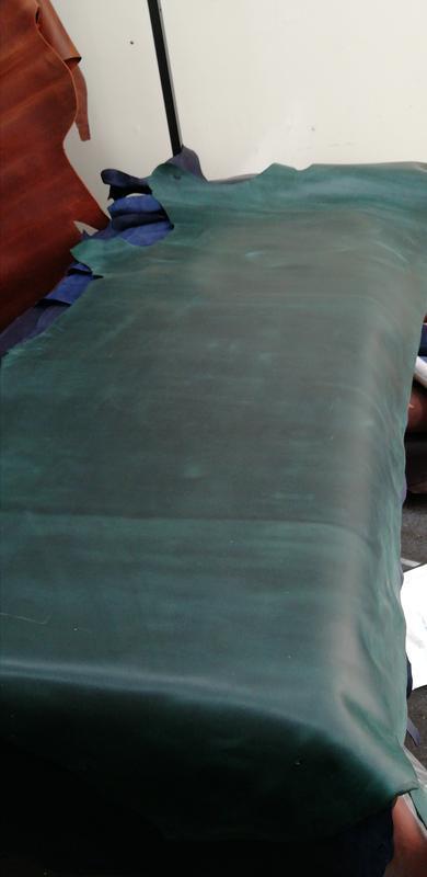 Натуральная кожа Крейзи Хорс 1.4-1.6 плотная. Цвет зелёный (коралловый).