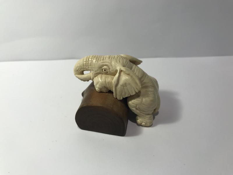 Фигурка ′Слон на бревне′ из бивня мамонта