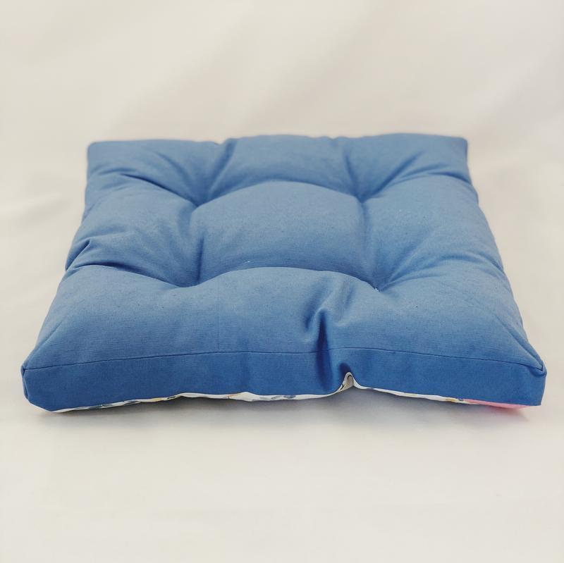 Подушка для сидения. Жёлтые  цветы с синим однотонном. Мягкое сиденье. Чехол на стул.