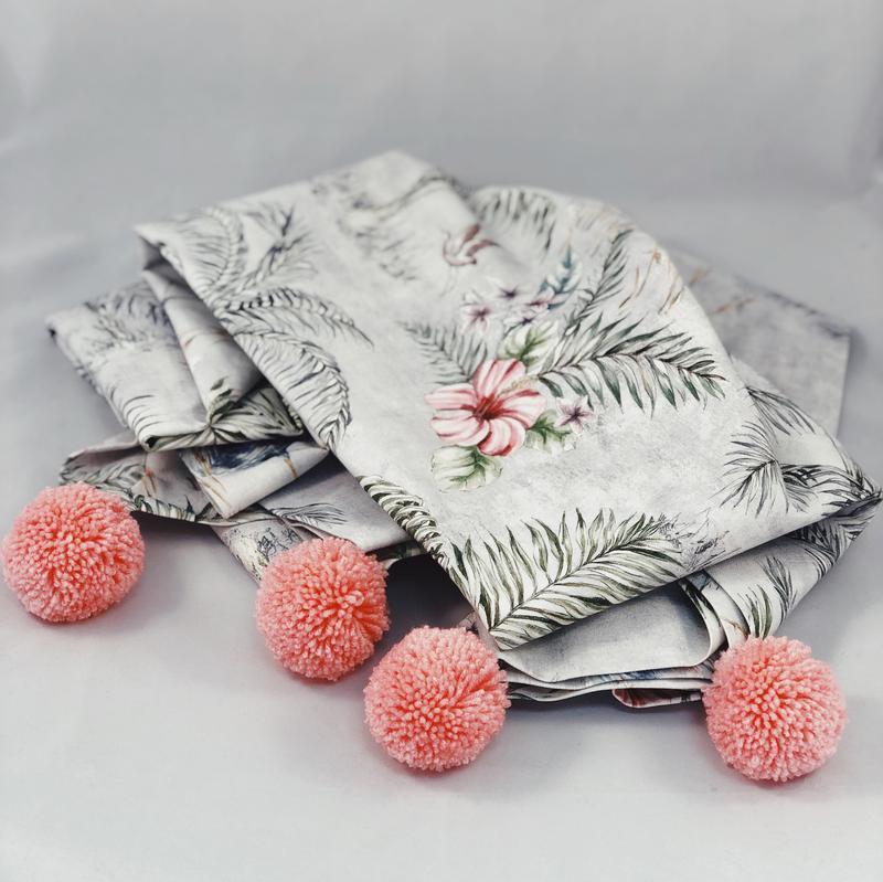 Покрывало аисты на сером с розовыми помпонами.