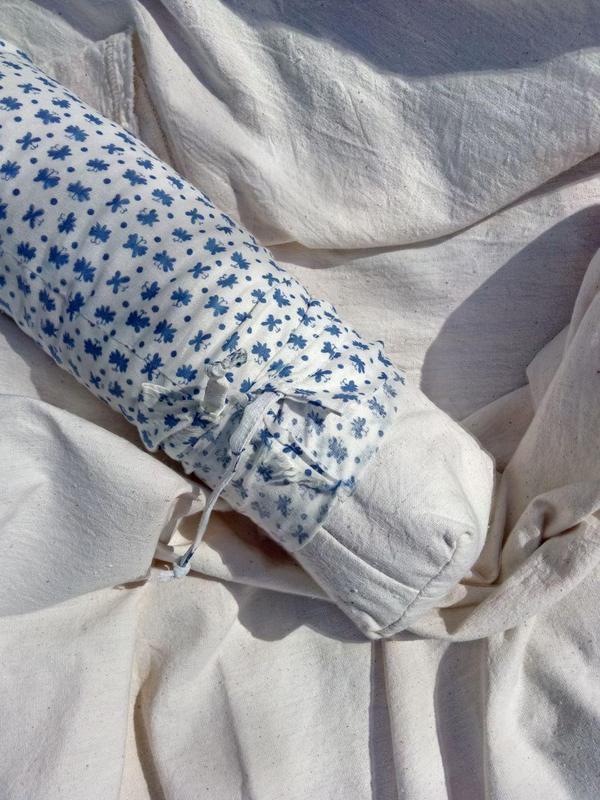 Валик з соснової тирси, подушка під голову, для йоги, для масажу.