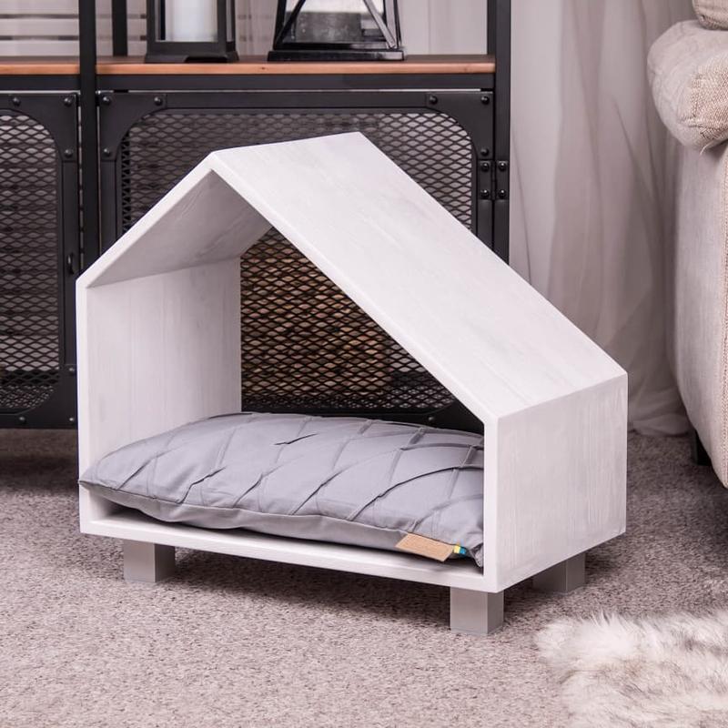 Деревянный домик для домашних животных