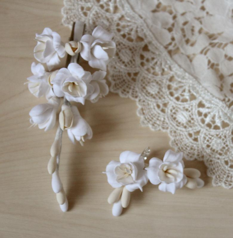 """Свадебный комплект украшенийдля невесты (серьги и заколка) """"Воздушный айвори"""""""