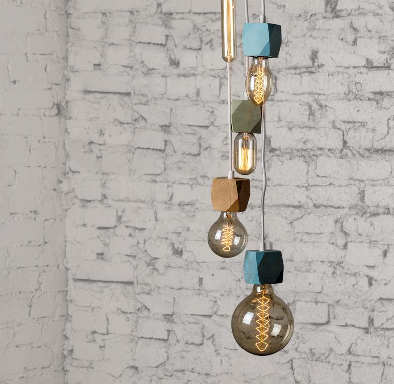 Подвесной светильник из дерева с подвесами в скандинавском стиле
