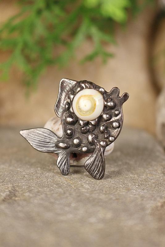 Брошь золотая рыбка Символ исполнения желаний