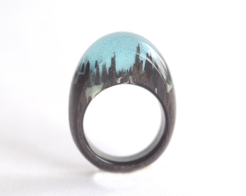 Кольцо деревянное со смолой эпоксидной округлое
