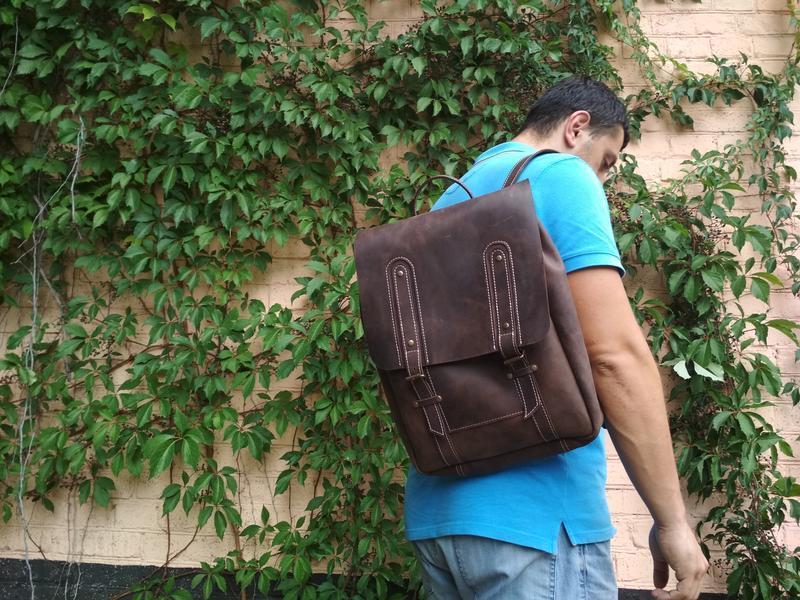 Коричневий шкіряний рюкзак
