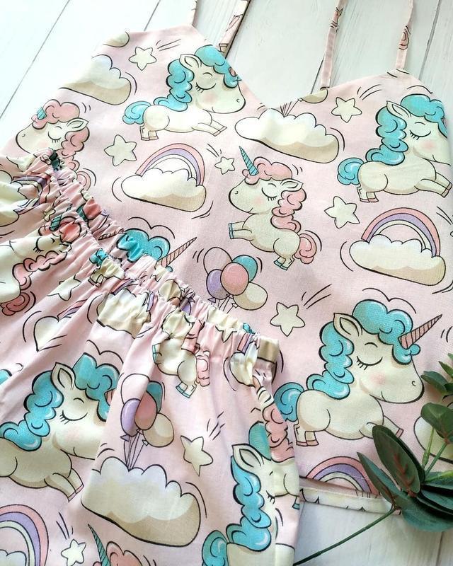 Женская розовая пижама в единороги