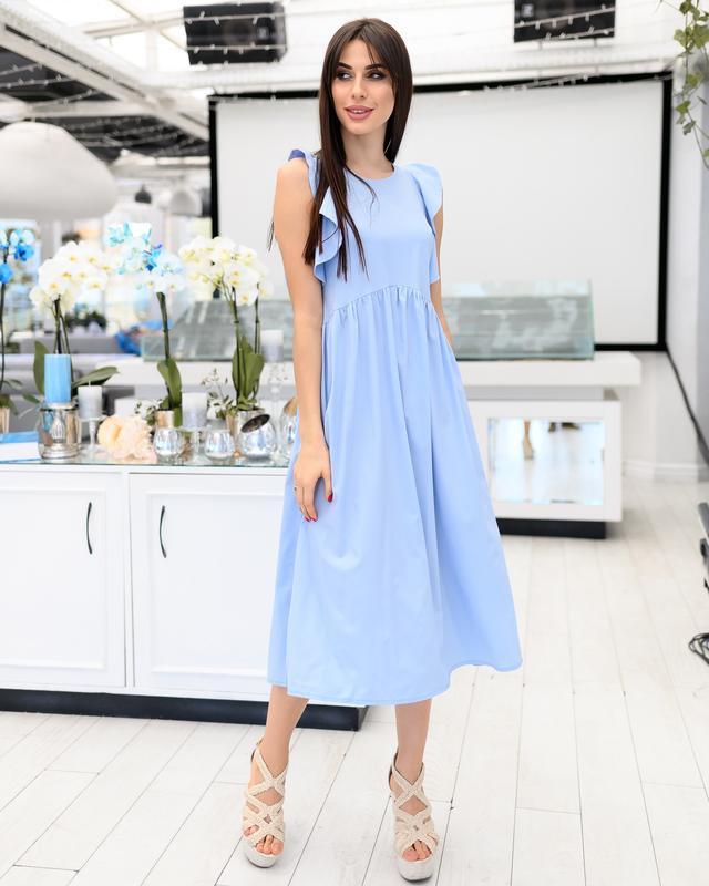 платье голубое с воланами на плечах