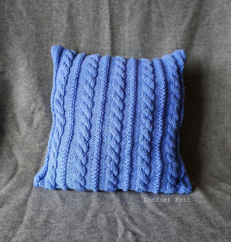 Диванная подушка (наволочка) вязаная голубая с геометрическим узором косы на пуговицах - 40*40 см