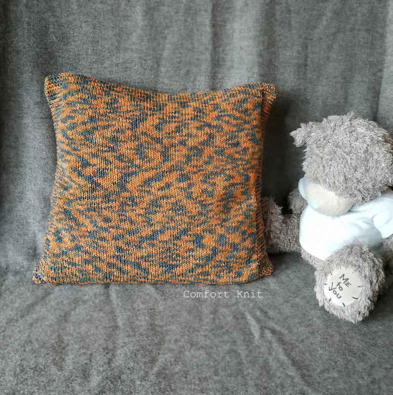 Диванная подушка (наволочка) декоративная вязаная меланж оранжевая на пуговицах