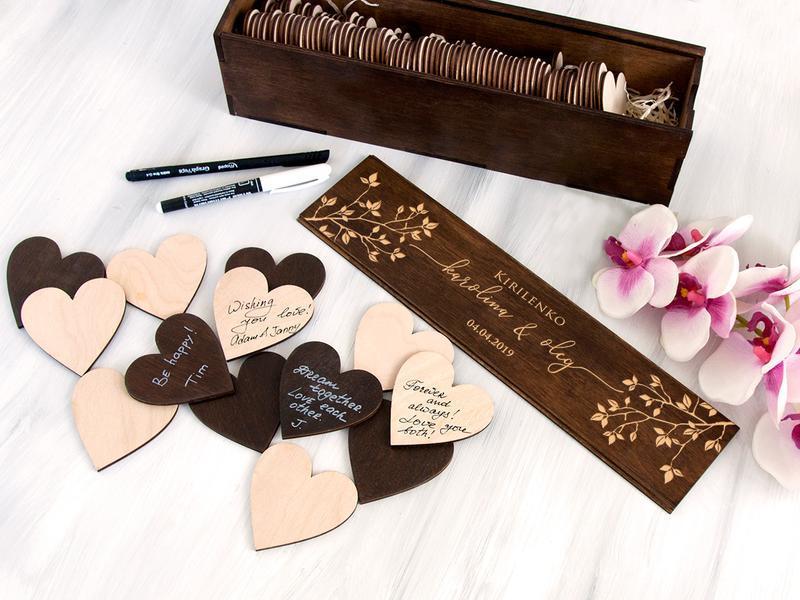 Дерев'яна весільна книга на 80 сердечок з гравіруванням «Гілочки»