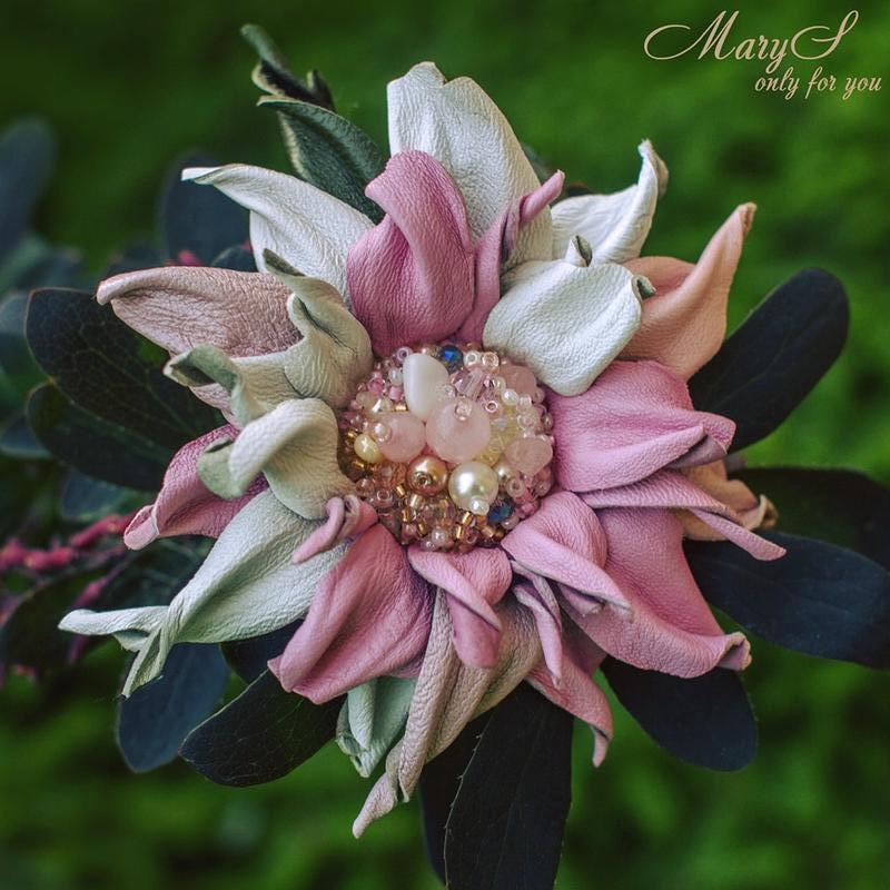 Брошь-цветок «MaryS Leather Accessories» от Cтудии аксессуаров Марии Суслиной