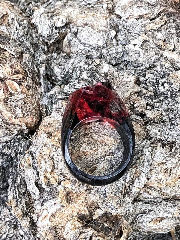«Сердце», Кольцо из ювелирной смолы и древесины дуба, деревянное кольцо, ювелирная смола, подарок