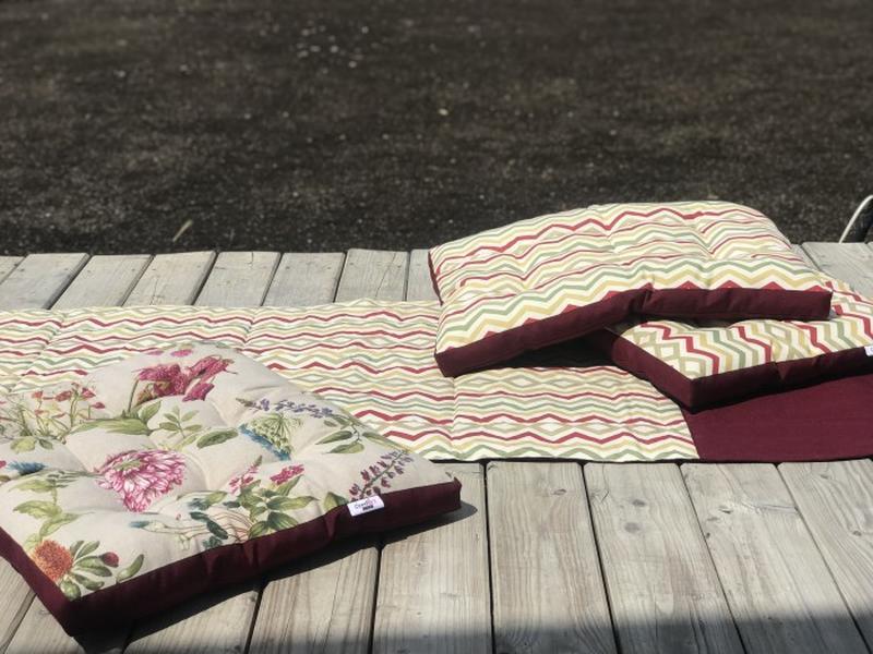 Тканевый коврик для йоги. Дорожка для пикника. Бордовый коврик. Абстрактные акценты.