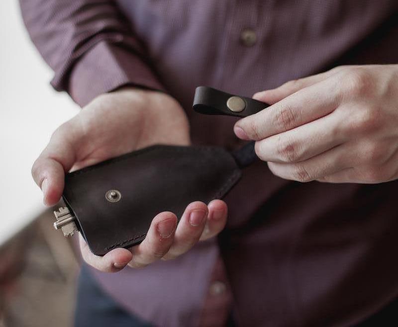 Кожаная ключница, чехол из натуральной кожи черный