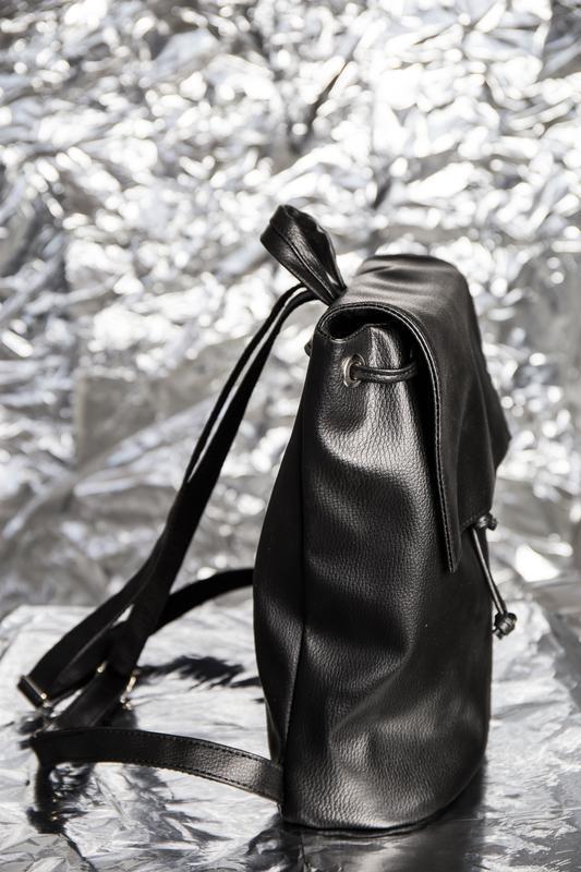 Рюкзак черный с клапаном