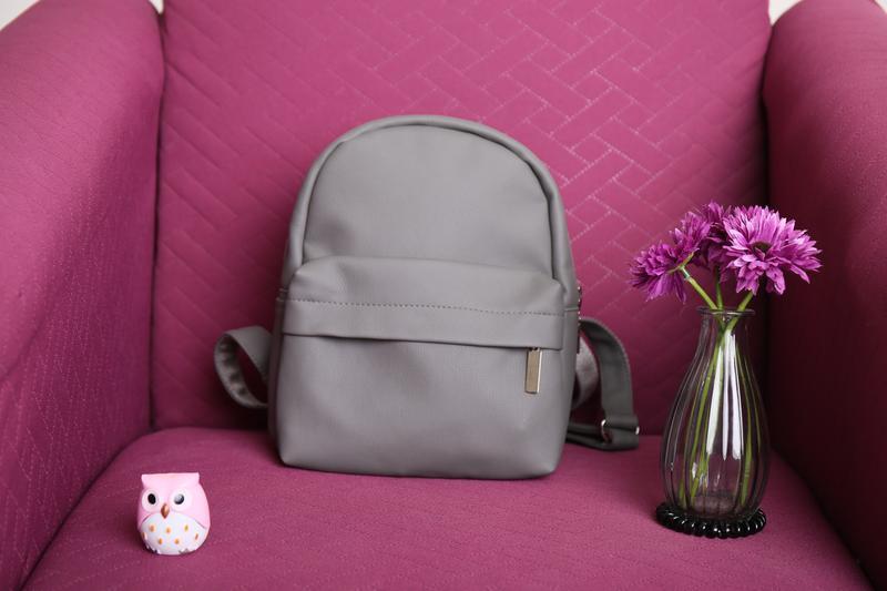 Сірий рюкзак