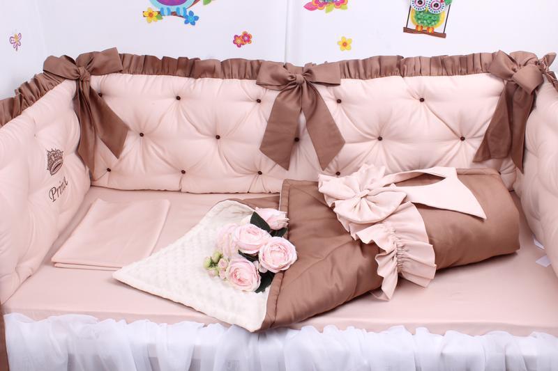 Набор в детскую кроватку в бежевых тонах