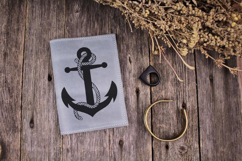 """Кожаная обложка на паспорт """"Якорь"""". Подарок мужу/папе/брату/парню"""