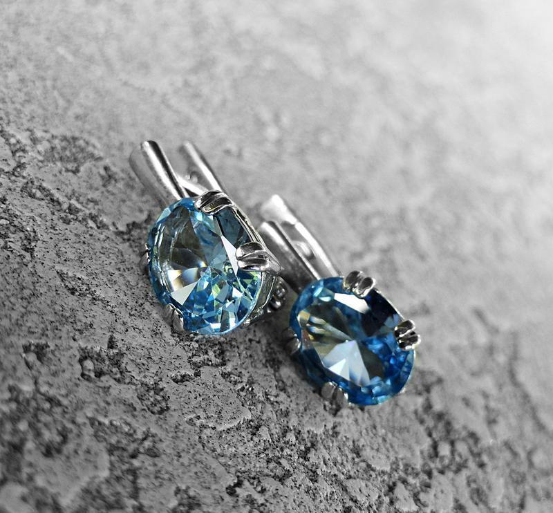Серебряные серьги с голубым топазом