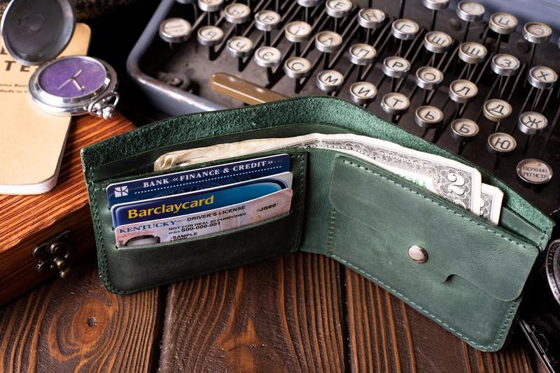Кожаный мужской кошелек Бифолд в зеленом цвете | 1_0037M_BEF