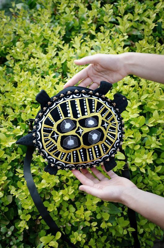 Сумка в форме грифовой черепахи вышитая, Кросс-боди с вышивкой, Сумочка черная через плечо, Черепаха
