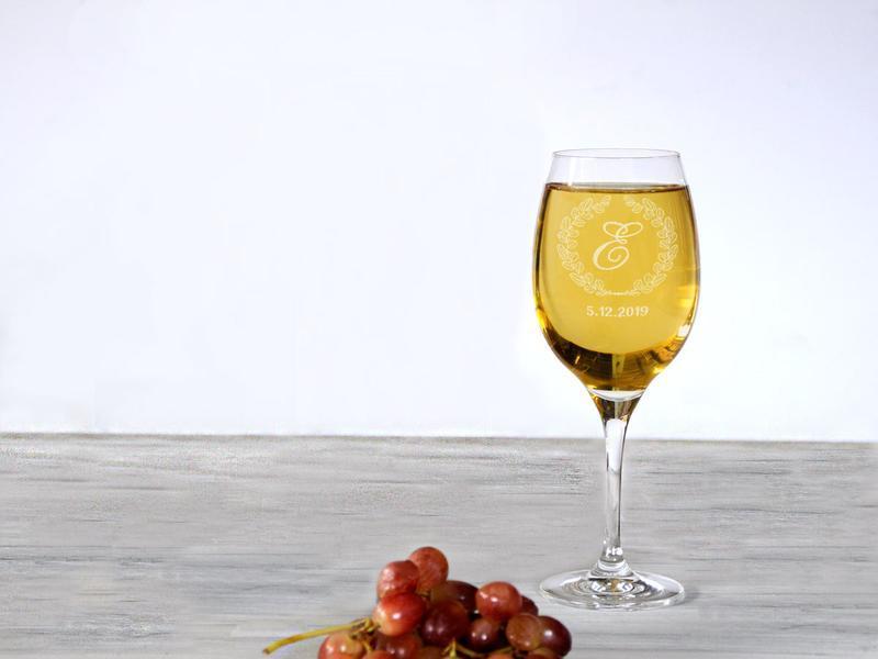 Бокал для вина с индивидуальной именной гравировкой