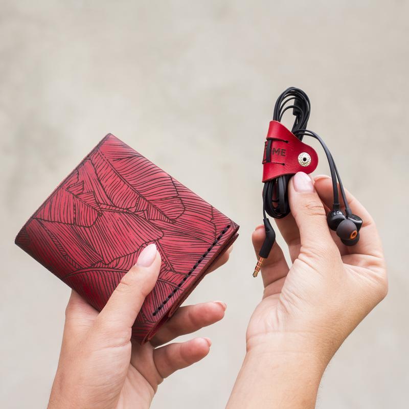 Женский Красный Кошелёк Square (Итальянская кожа) с дизайнерской гравировкой Fern + Подарок браслет