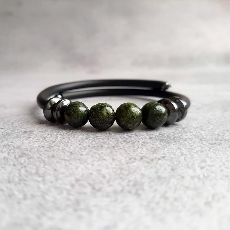 Браслет из натуральных камней (змеевик,гематит). Стильный браслет. Минималистичный браслет. Подарок.