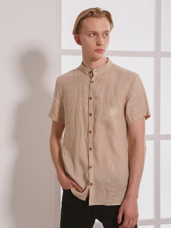 Мужская рубашка бежевого цвета с ручной вышивкой