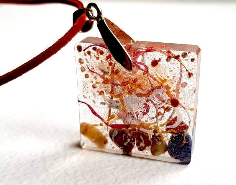 Прозорий кулон з натуральними каменями Талісман рівноваги Квадратний кулон з камінням
