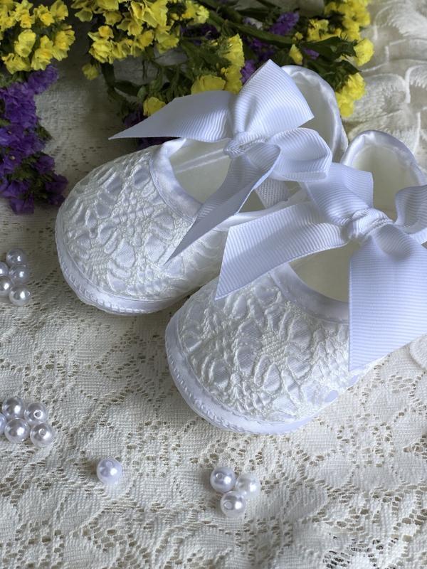 Детские пинетки, тапки, чешки, башмаки handmade белые и нарядные