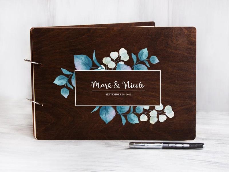 Гостевая книга пожеланий в деревянной обложке на свадьбу