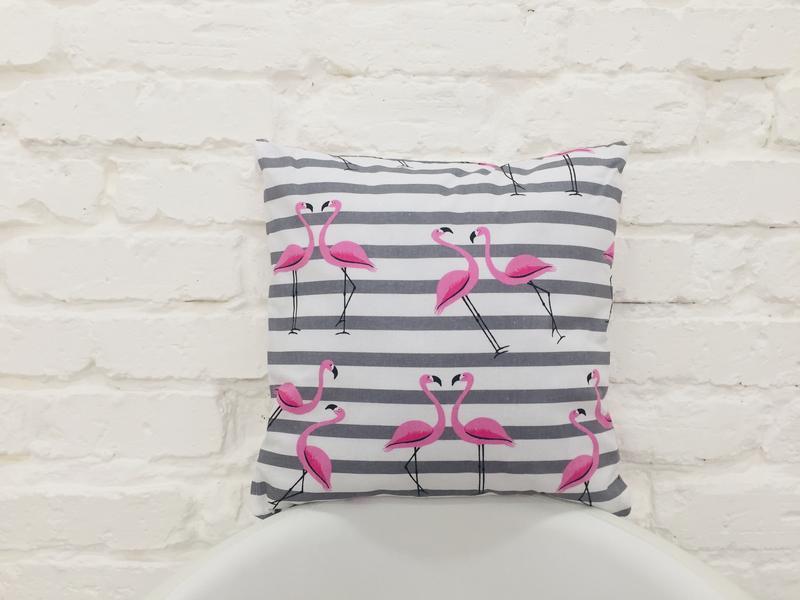 серо-розовая подушка с фламинго-набор-декоративные подушки на диван-подарки на новоселье