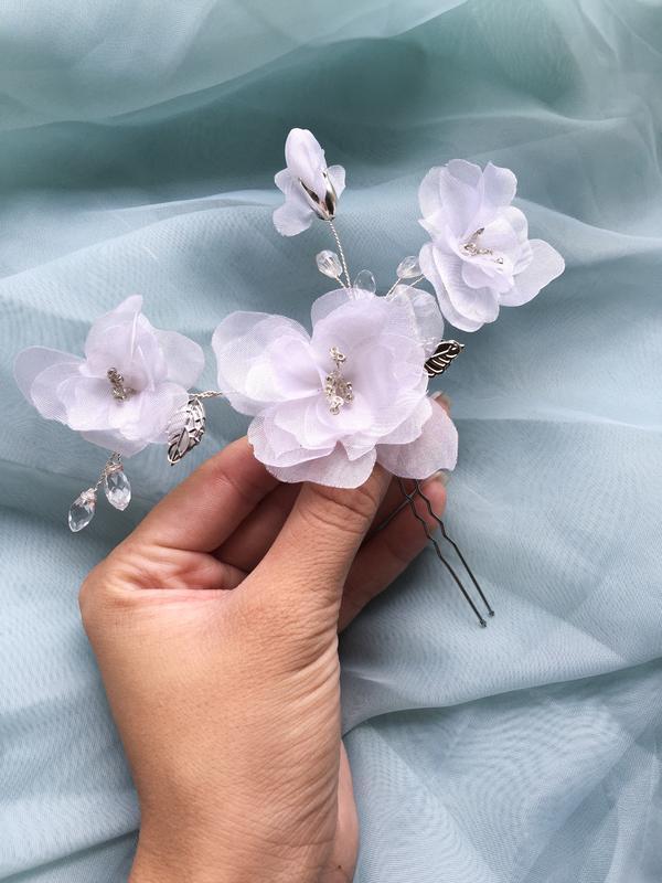 Свадебная шпилька с цветами белая с кристаллами