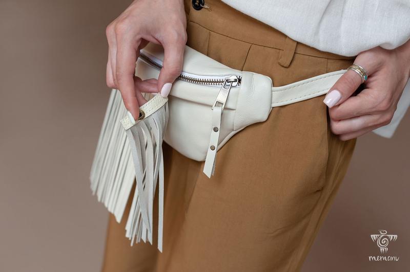 Белая кожаная бананка, Женская поясная сумка, Бананка через плечо